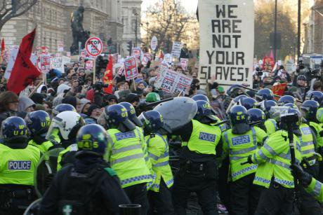 07_police_push_back_protests.jpg