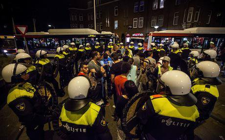 100 protesters arrested during unrest in The Hague. Demotix/Geronimo Matulessy. All rights reserved.