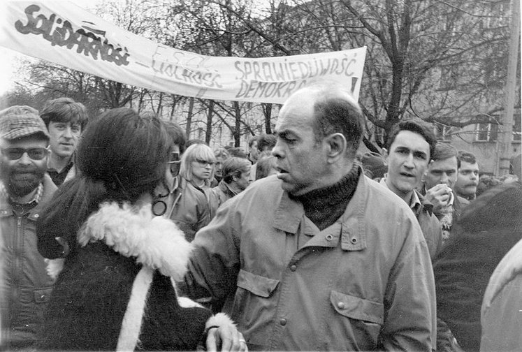 The 1989 May 1 demonstration with the participation of Solidarnosc and Jacek Kuron.