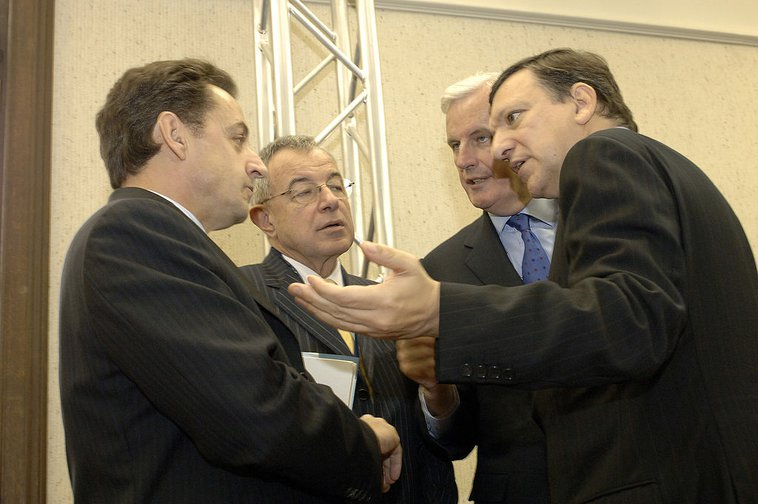 Michel Barnier (advisor) and Commission President José Manuel Barroso ( together right) had a plan in 2006, but it was not implemented.