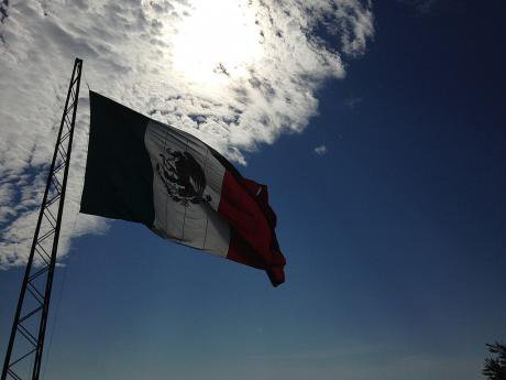 1024px-Mexican_flag_flaming.jpg