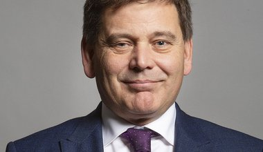 1024px-Official_portrait_of_Andrew_Bridgen_MP_crop_3.jpg