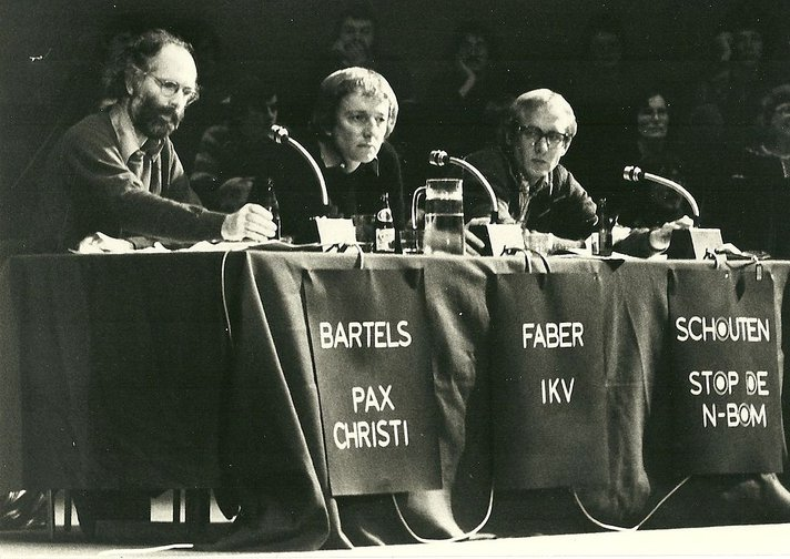 Study day, 7 April, 1979, Free University of Amsterdam of the Consultative Body against nuclear armament Wim Bartels (Pax Christi), Mient Jan Faber (IKV), Nico Schouten (Stop the N-bomb).