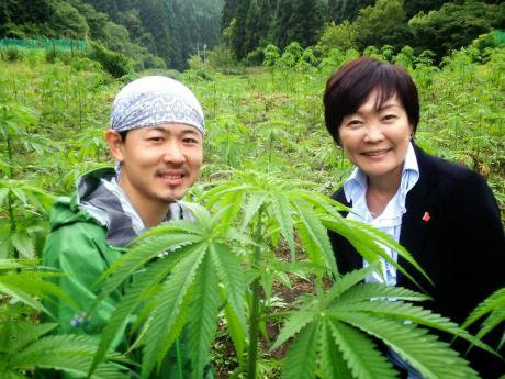 Akie Abe, Japan's first lady, visits a legal hemp farm in western Japan