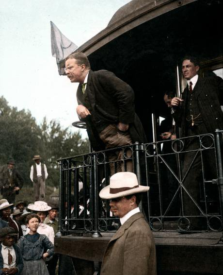 Teddy Roosevelt speaking at the back of a railroad car, May 25, 1907.