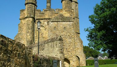 1280px-Battle_Abbey,_gatehouse.jpg