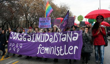 1394301250-turkey-women-march-against-violence-on-international-womens-day_4128044.jpg