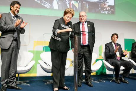 President Dilma Rousseff signs the Marco Civil during opening ceremony of the Global Multi-Sector Meeting on Future of Internet