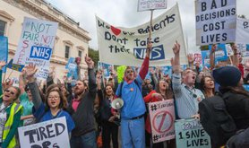 1445173940-junior-doctors-mass-rally-in-london-against-new-contract_8825460.jpg