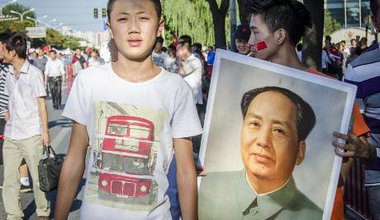 The portrait of Chairman Mao is still very popular among protesters who brandish it in the air at every occasion