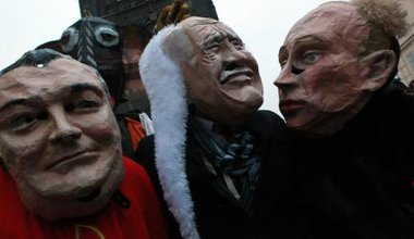 Praguers celebrate 23rd anniversary of Velvet Revolution satirical parade.