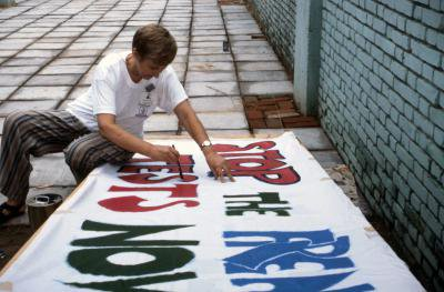 1995 Beijing NGO Forum-Anne Walker painting banners.jpg