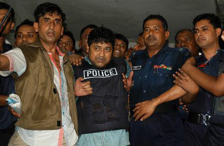 Detectives taking Sohel Rana, owner of the Rana plaza out of a court room