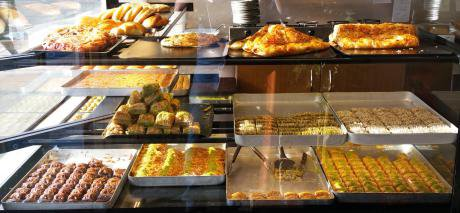 Baklava at the Niyazi Usta pastry shop on Green Lanes. (Photo by the author, 2016)