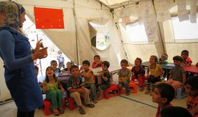 2048px-Syrian_refugee_children.jpg
