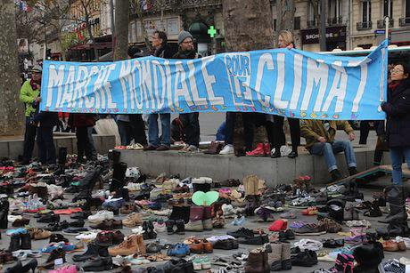 Empty shoes replace Paris climate march. Flickr/John Englart (Takver). Some rights reserved.
