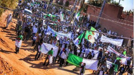 2 Some 30,000 protesters in Ain Salah marched on 24 Feb 2015 bearing the Algerian flag to affirm themselves as patriots who deeply care about national unity - Source- BBOY LEE Photos_0.jpg
