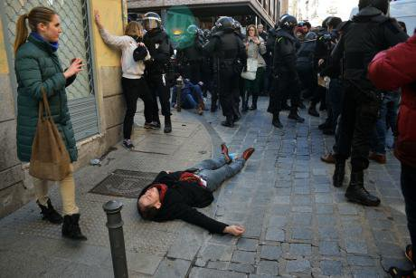 Anti-eviction protest in Madrid over terminally ill resident, 2014.