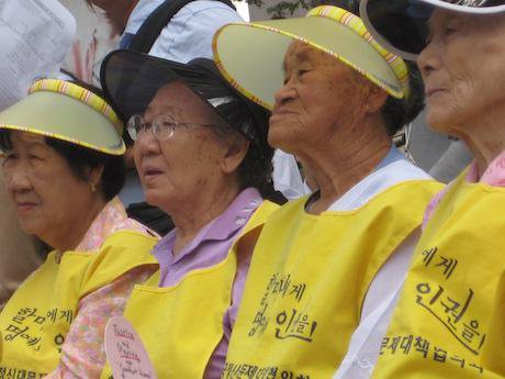 Women protest at the 'Comfort Women Protest' in Seoul, South Korea, September 8, 2009. Jennifer Yin/Flickr. Some rights reserved