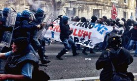 Protests in Rome against Renzi's economic reforms turn violent. Demotix/Stefano Montessi. Some rights reserved.