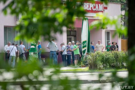 Workers gather outside a supermarket in Minsk on a friday evening.