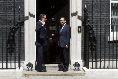David Cameron chats with his Chinese counterpart Li Keqiang outisde Downing Street