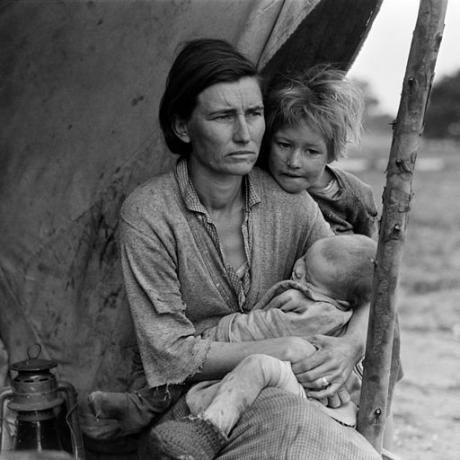 512px-Dorothea_Lange,_Migrant_mother_(alternative),_Nipomo,_California,_1936.jpg