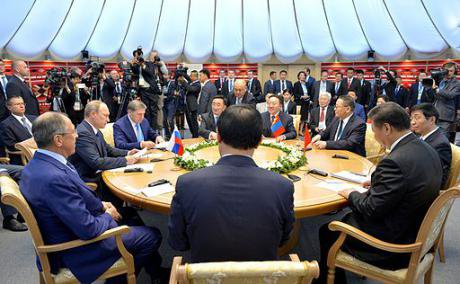 Vladimir Putin and Xi Jinping at BRICS summit, 2015.