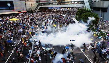 Hong Kong pro-democracy protesters encounter tear gas. Demotic/PH Yang. All rights reserved.