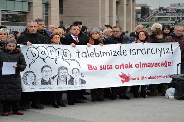 Academics for Peace in front of the court in Istanbul.