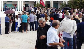 Tunisian voters queuing to vote in parliamentray elections, 2014.