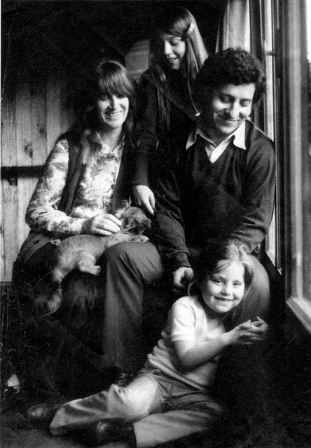 Victor Jara with his wife Joan Jara and kids