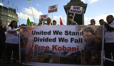 Thousands rally in London in solidarity with Kobane. Demotix/Gemma Short. All rights reserved.