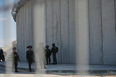 Israel's separation wall. Demotix/Laura Chiesa. All rights reserved.
