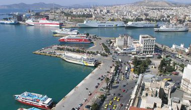 640px-Port_of_Piraeus.jpg