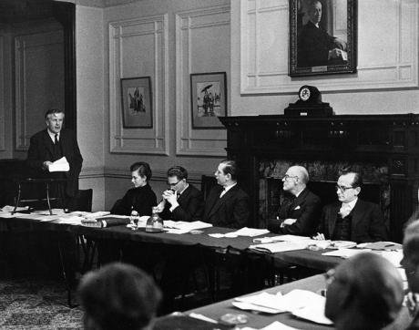 Jo Grimond addressing the Liberal Party Executive, December 1962.