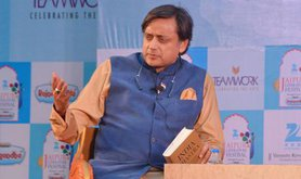 Shashi Tharoor at the Jaipur Literary Festival, 2015.
