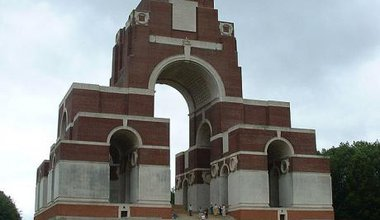 675px-Thiepval_Memorial_to_the_missing.jpg
