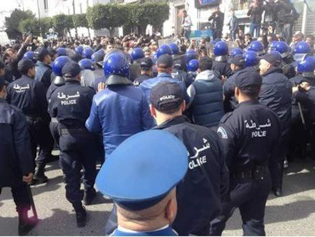 6 Police forces outnumber the very few activists who braved the streets on Tuesday 24 February 15 - Source- Adlène Meddi .jpg