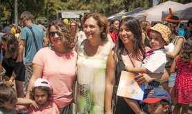Mayor Ada Colau visits FaPaC festival just like another citizen.