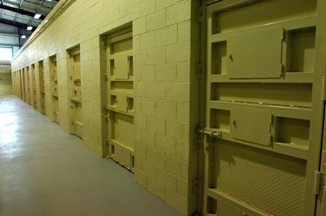 A detention facility in the Bagram Theater Internment Facility. Officer/Wikimedia. Public Domain.