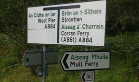 800px-Bilingual_Gaelic-English_road_sign_in_Scotland.jpg