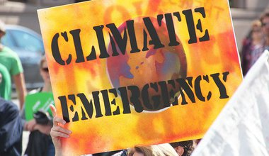 800px-Climate_Emergency_-_PeoplesClimate-Melb-IMG_8280_(15121150847).jpg
