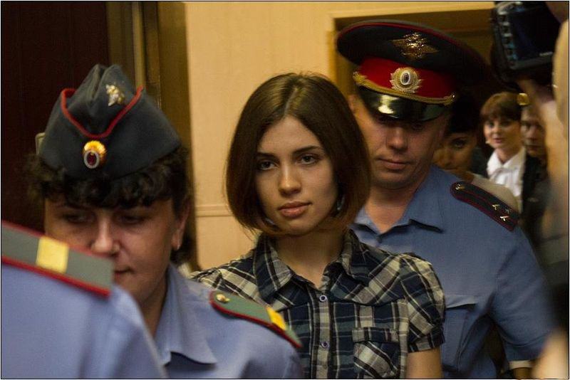 800px-Nadezhda_Tolokonnikova_%28Pussy_Riot%29_at_the_Moscow_Tagansky_District_Court_-_Denis_Bochkarev.jpg