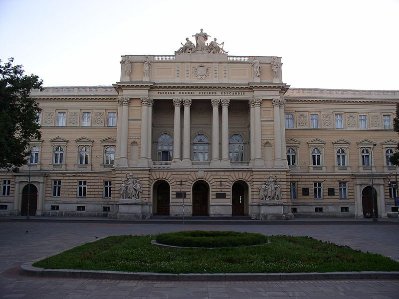 800px-Ukraine-Lviv-University.jpg