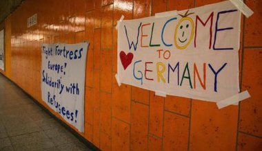 Volunteers prepare to welcome 1,000 refugees at Dortmund station. (Felix Huesmann/Demotix)