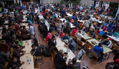 More than 1000 refugees welcomed in Dortmund,