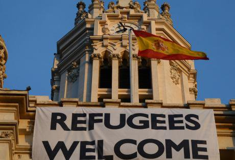 Madrid in solidarity with refugees at Ahora Madrid HQ.