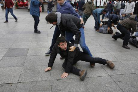 Arrests as Turkey bans march in memory of victims of Oct 10 bombing.