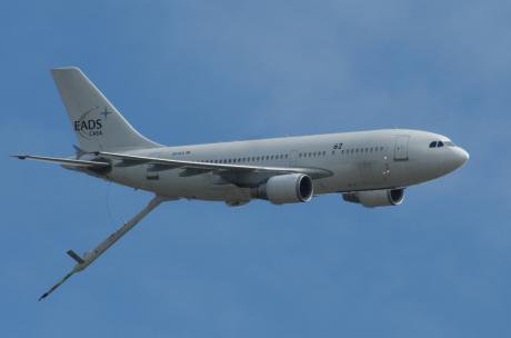 Airbus A310 with refueling system. Wikimedia/pjs2005. Some rights reserved.